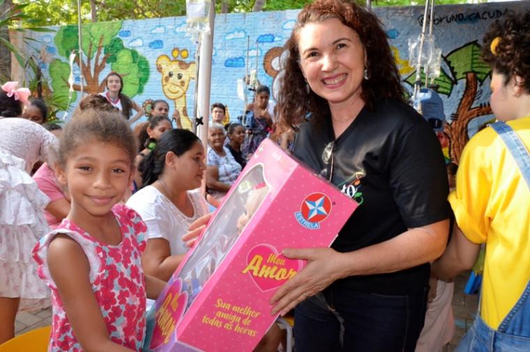 ários presentes foram distribuídos doados por voluntários