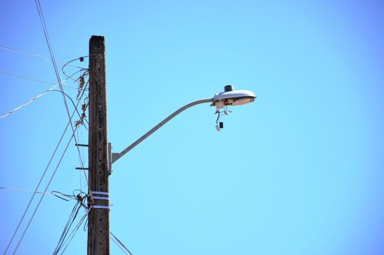 """""""Repomos as lâmpadas em um dia e logo estão quebradas"""", disse o secretário"""