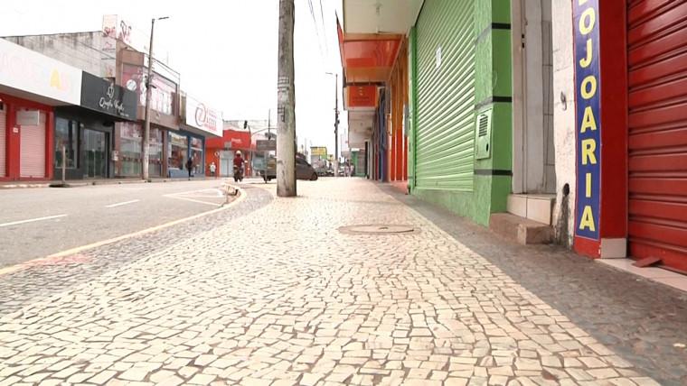 Avenida Cônego João Lima com comércio fechado nesta quarta-feira (25)