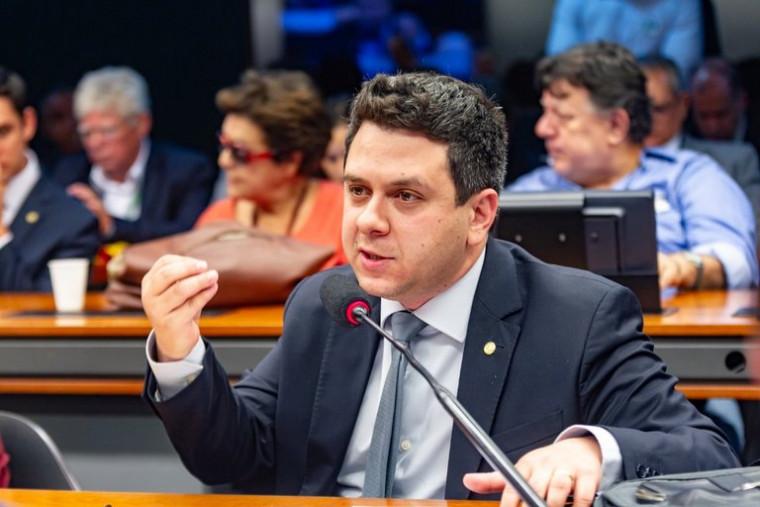 Deputado Tiago Dimas eleva tom das cobranças ao Governo do Estado