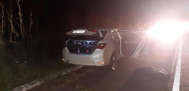 Carro roubado foi abandonado às margens da BR-153