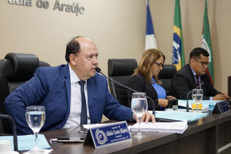 Presidente da Câmara Gipão durante sessão
