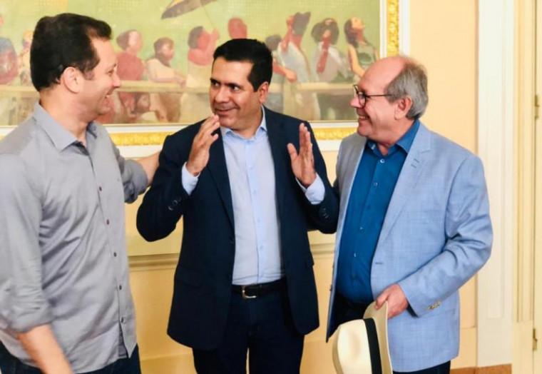Marcus Marcelo ao lado de Dimas e do prefeito de Porto Alegre