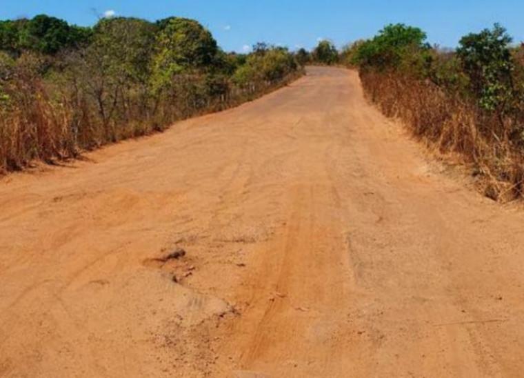 Em vários trechos da rodovia não existe asfalto ou qualquer tipo de sinalização
