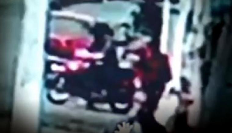 O homem foi visto saindo da loja onde a vendedora foi morta e é o principal suspeito