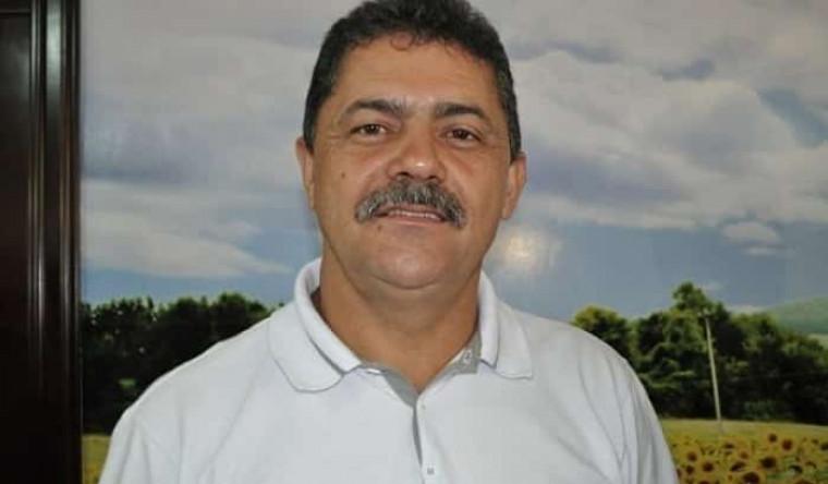 Ex-prefeito Valuar Barros