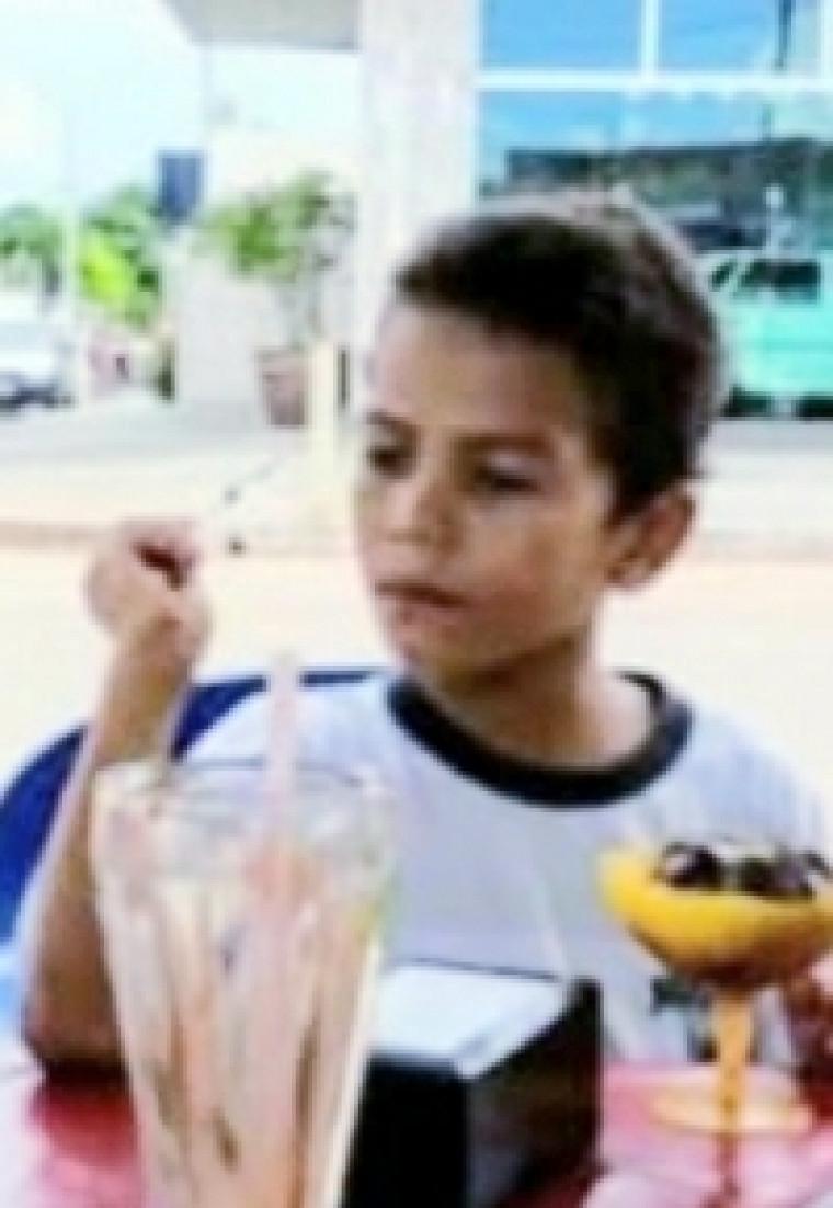 A criança desapareceu quando tentava atravessar o rio em um local considerado perigoso