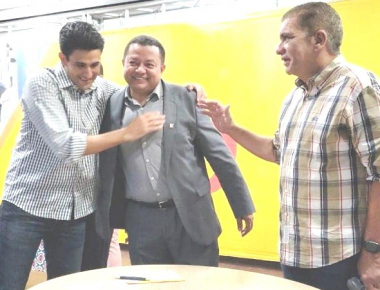 Márlon Reis assina filiação ao PSB ao lado de Tiago Andrino e Amastha