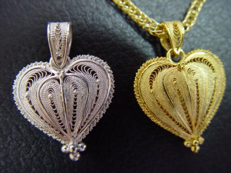 Joias em prata e ouro
