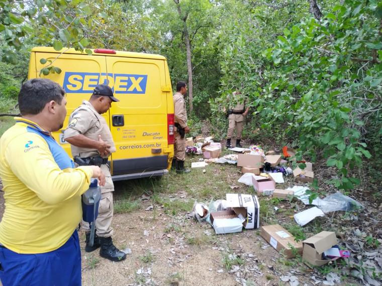 Os criminosos abandonaram o veículo na zona rural da cidade após o assalto