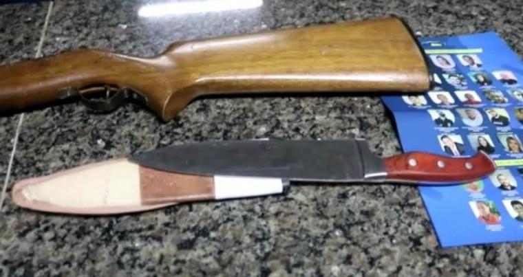 PM apreendeu faca e espingarda