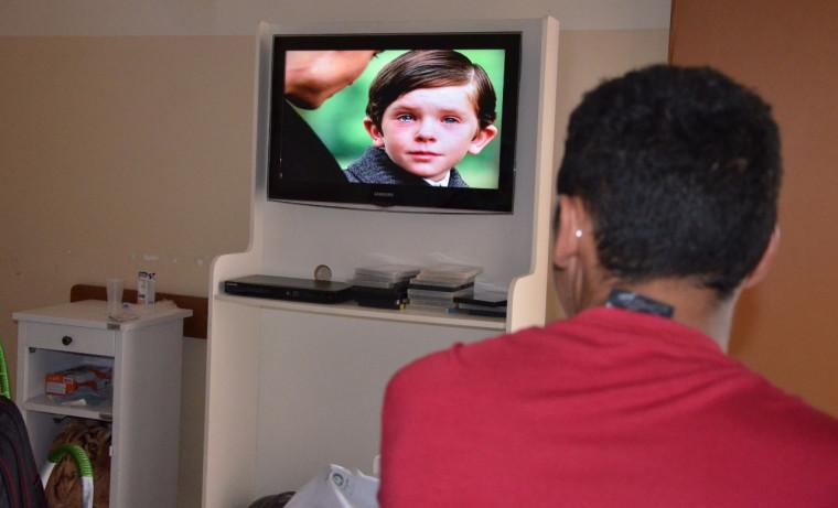 Cinema no AP busca minimizar rotina de pacientes internados