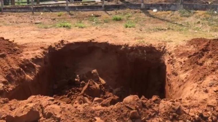 Buraco feito no campo
