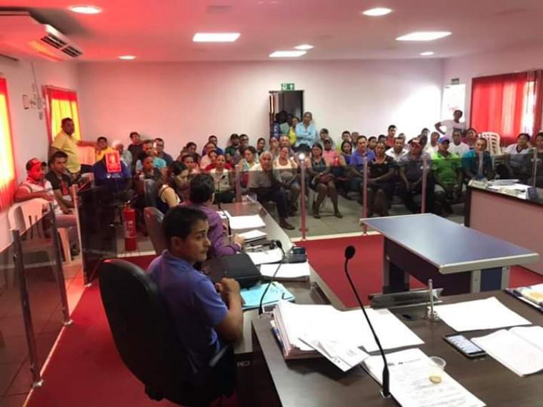 Sessão na Câmara de Vereadores para discutir o problema