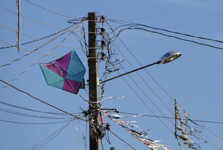 Pipa presa na rede elétrica