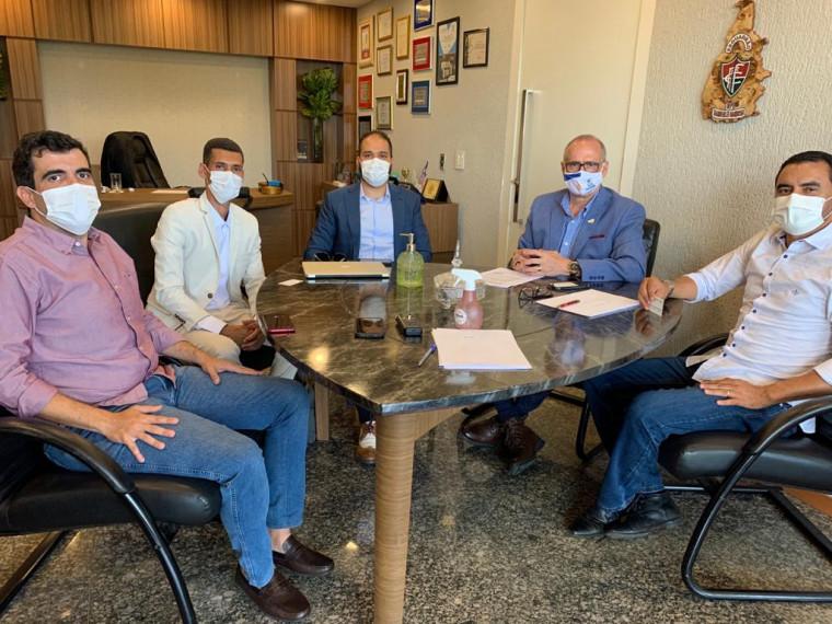Reunião no Palácio Araguaia para discutir sobre a inclusão do Estado nos testes da vacina