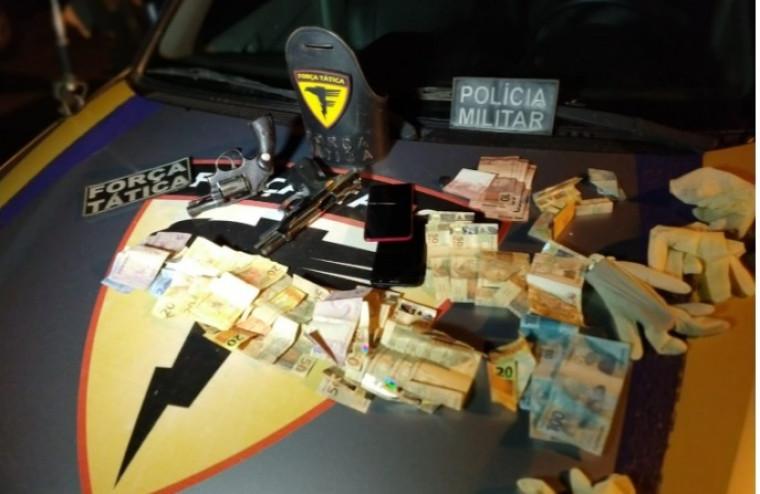 Traficantes tinham dinheiro, armas, munições e celulares