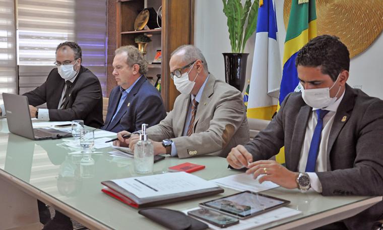 Equipe do Governo do Tocantins durante conferência com Bolsonaro