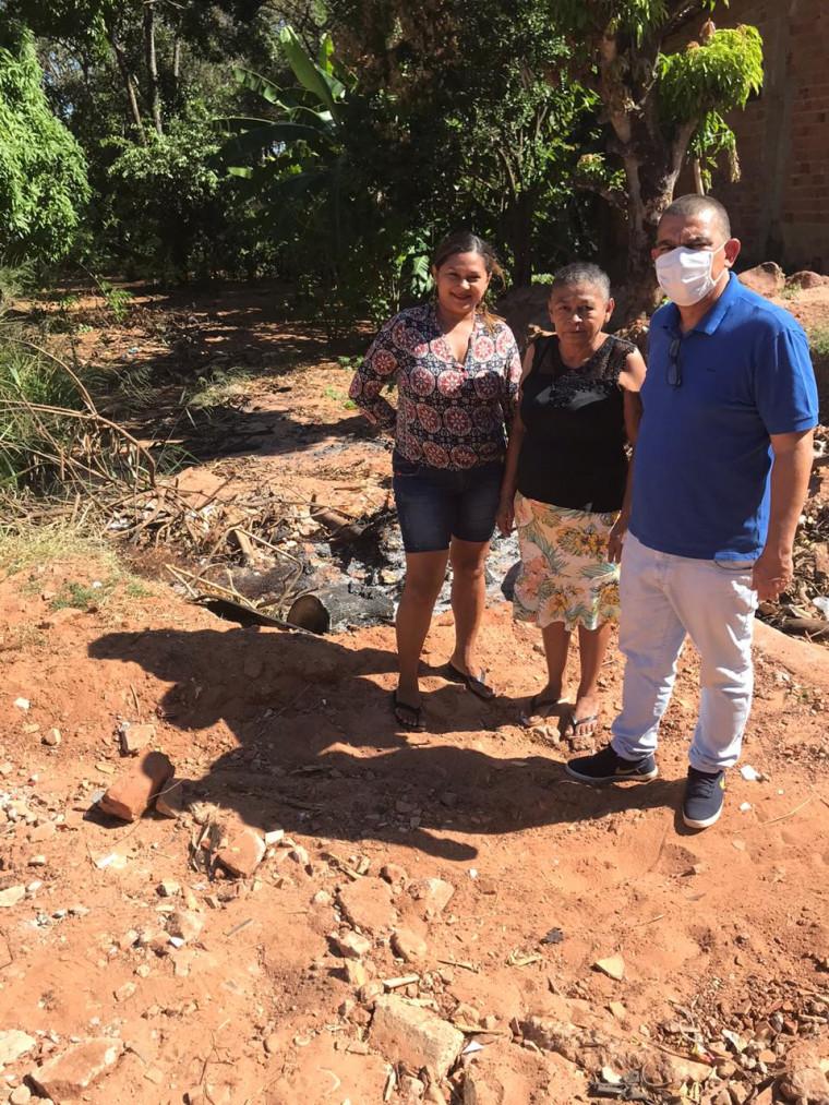 Moradores relataram as dificuldades que estão passando no local