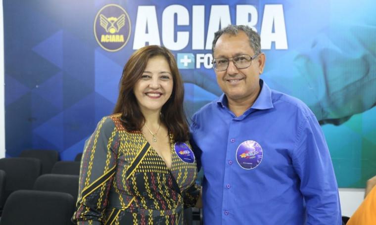 Hélida Dantas (à esquerda )