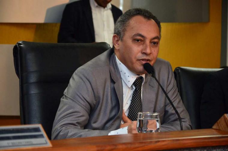 Contrato foi assinado pelo presidente Marilon Barbosa