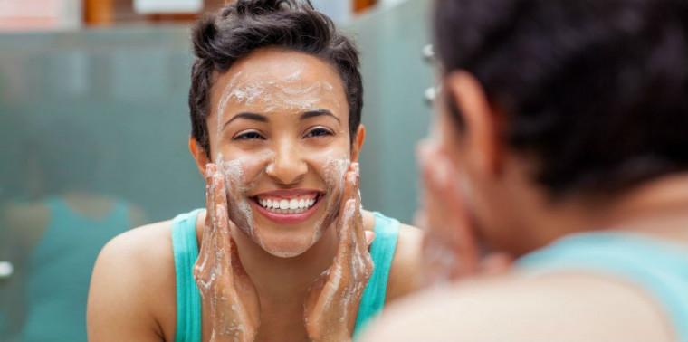 Veja como cuidar da oleosidade da pele