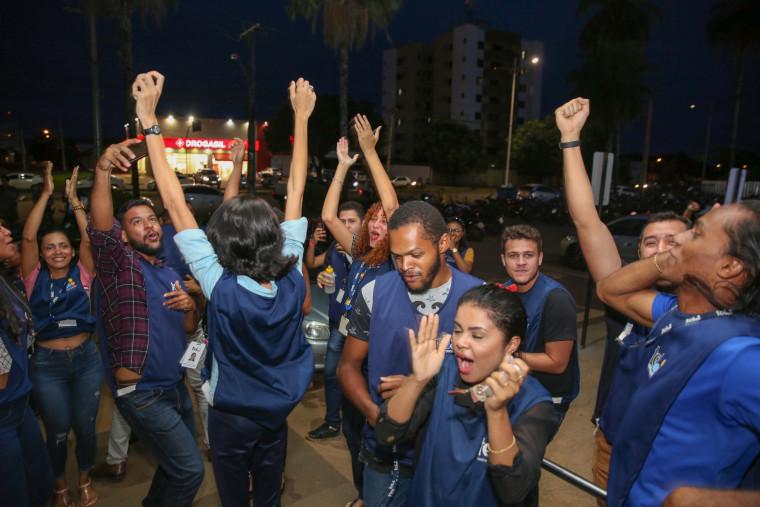 Funcionários fizeram um protesto em frente à empresa