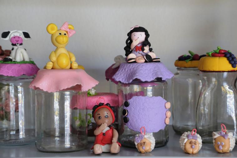 Pintura em tecido, manicure e pedicure, biscuit, cabelereiro, cartonagem e artesanato