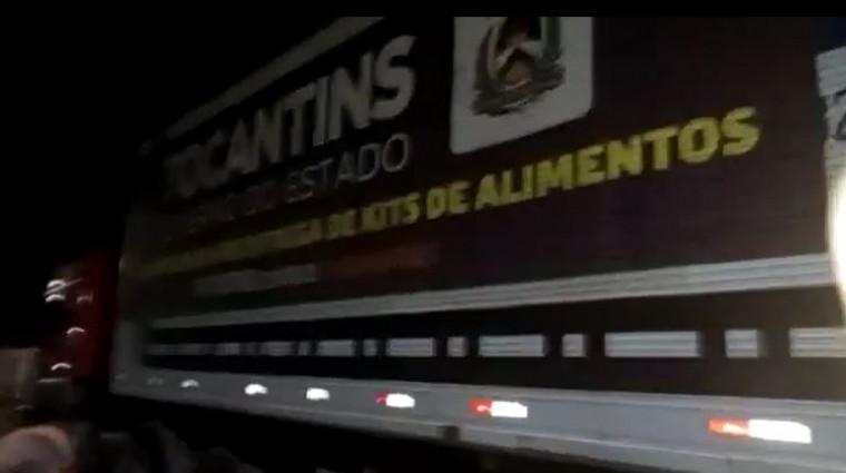 Carreta transportava cestas básicas do Governo do Estado