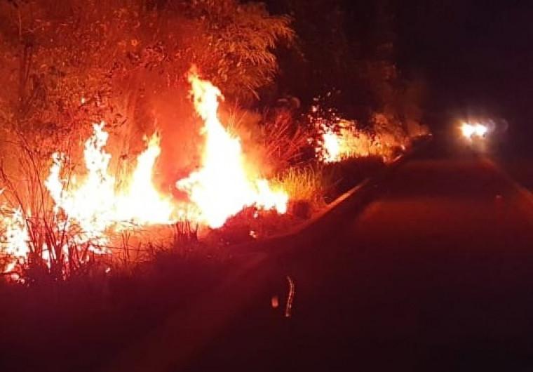 Esse tipo de queimada provoca riscos a população e incêndios ambientais de grandes proporções