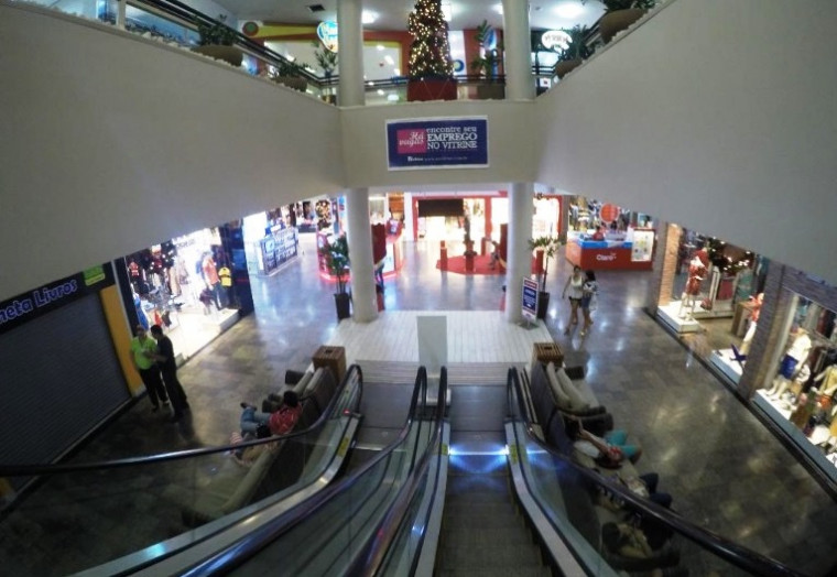 Vista interna de shopping em Palmas
