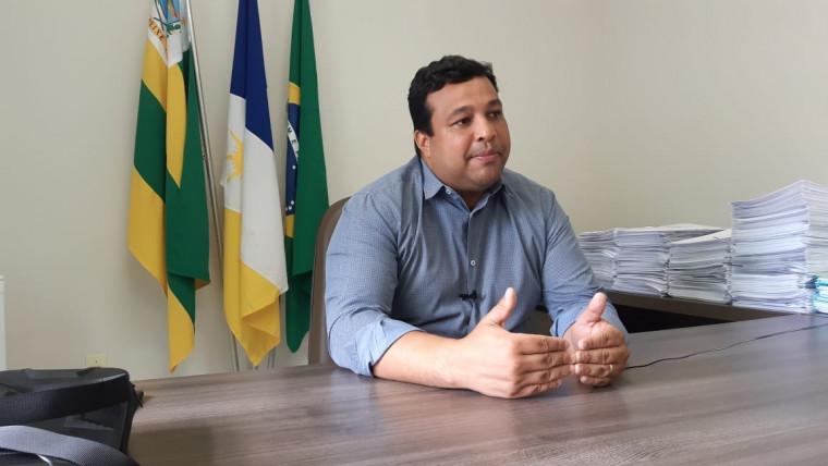 Prefeito José Augusto Bezerra explica como será feito o tratamento
