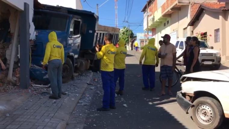 Acidente ocorreu no Bairro São João, em Araguaína
