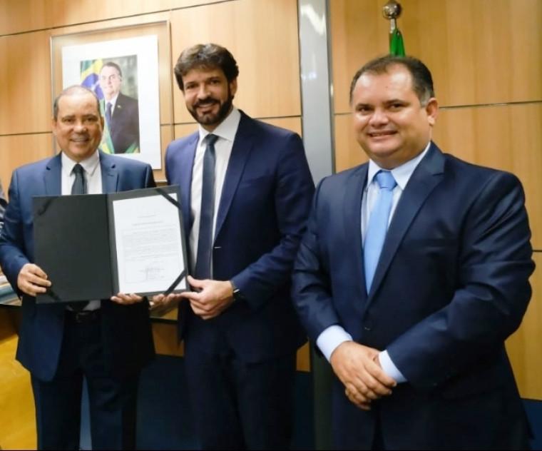 Vicentinho Alves, ministro Marcelo Álvaro e prefeito Alessandro Borges