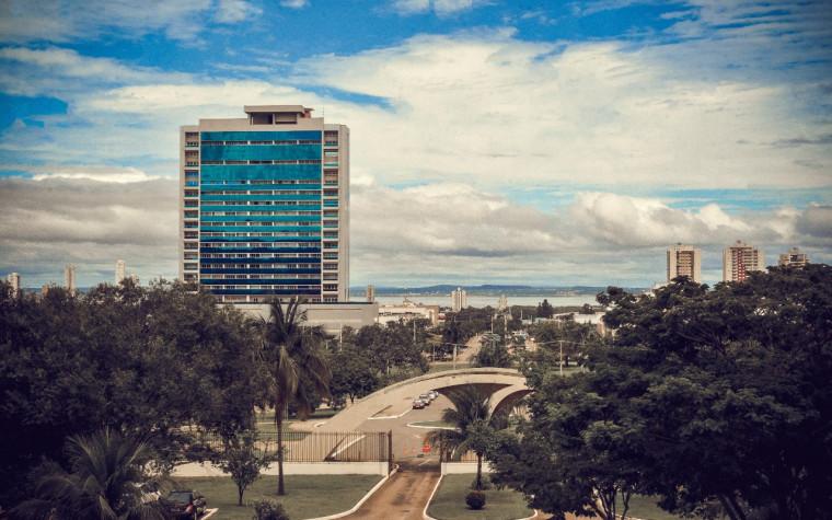 Avenida JK homenageia o criador de Brasília e dá acesso ao Lago de Palmas