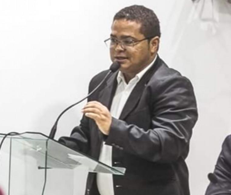 Vereador Edivaldo Reis faz oposição ao atual prefeito