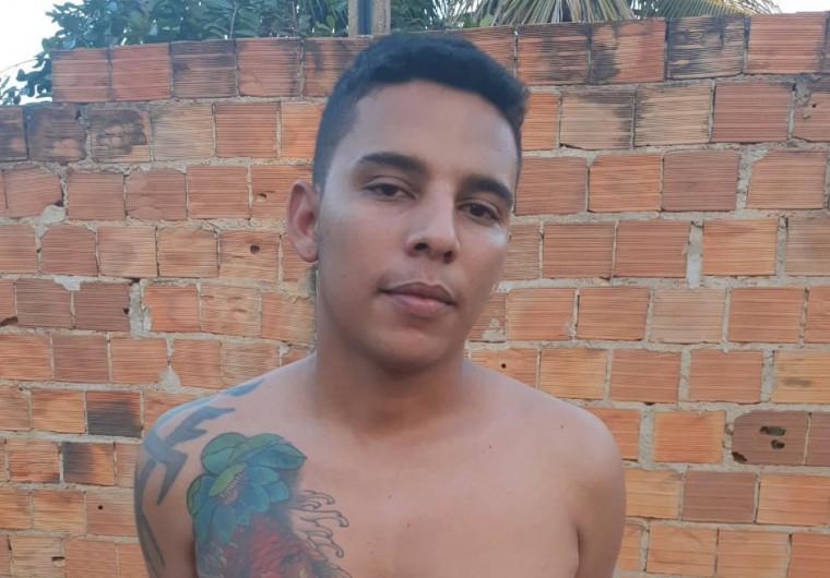 honata Rodrigues Silva, de 24 anos, vulgo 'Nego do Santa Bárbara' fio preso após denúncia anônima