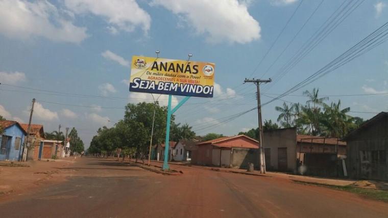Entrada da cidade de Ananás
