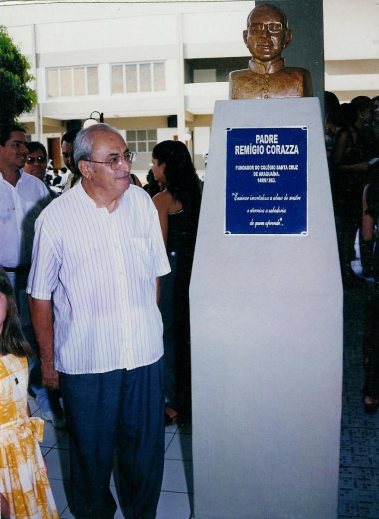 Padre Remígio inaugurando ala do Colégio Santa Cruz