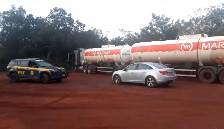 A quadrilha vendia o combustível furtado de forma clandestina as margens da rodovia