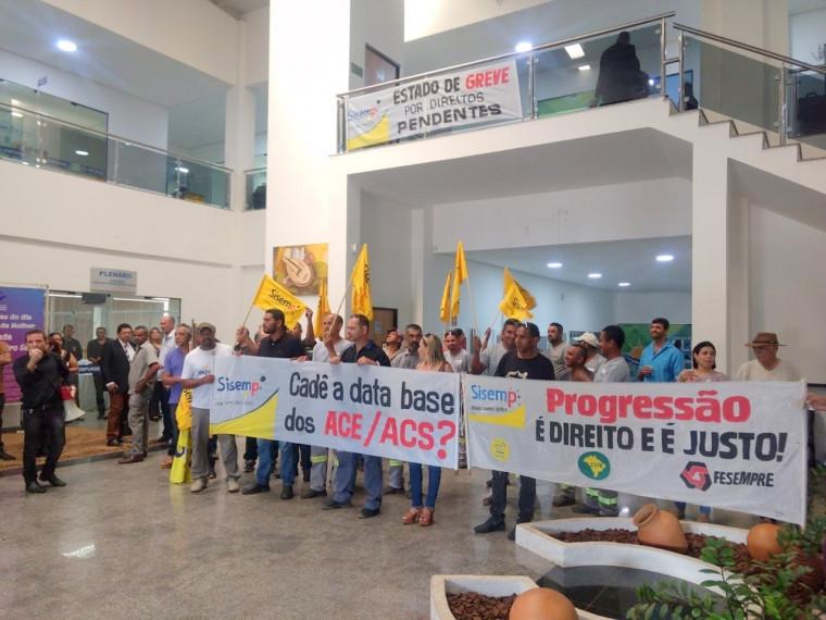 Servidores protestam contra atraso de progressões e outros direitos