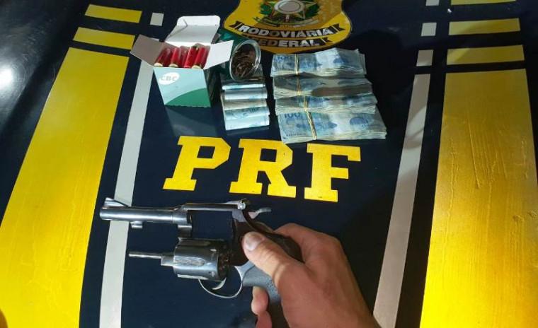 Arma, munições e dinheiro