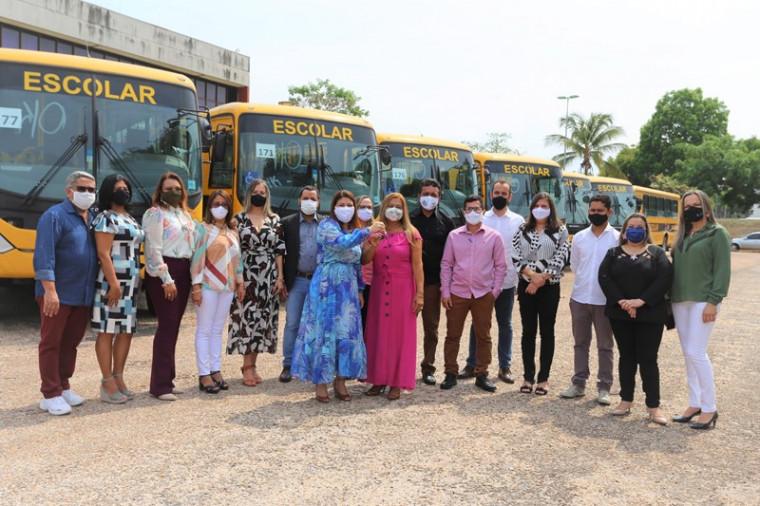Diretorias Regionais de Educação recebem ônibus escolares