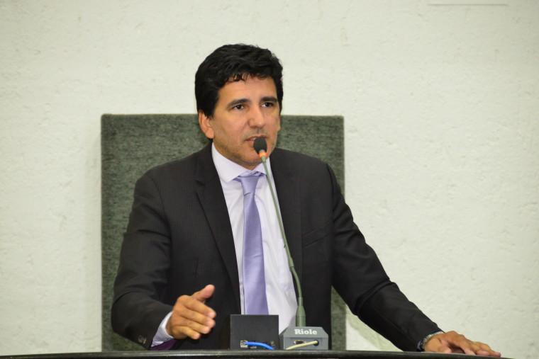 Júnior Geo é professor do IFTO, foi vereador por dois mandatos e se elegeu deputado em 2018
