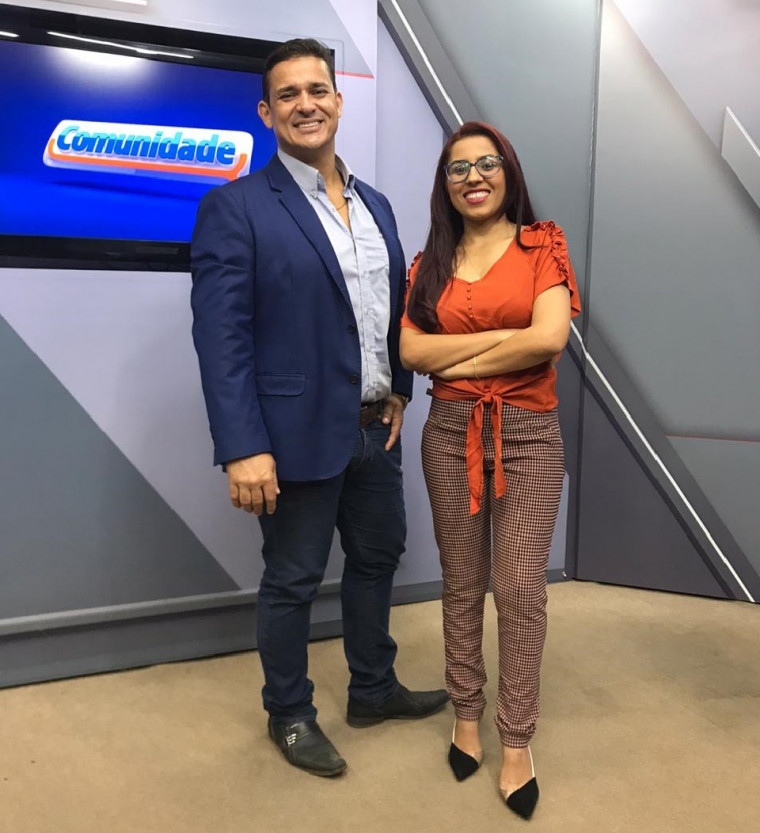 Apresentador Divino Bethânia e Márcia Costa