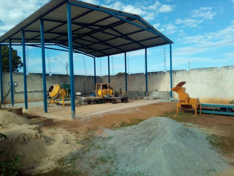 Produção de blocos de concreto dentro da prisão