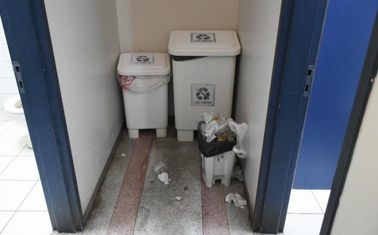 Acúmulo de lixo nas lixeiras