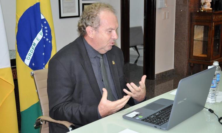 Em videoconferência, governador pede para reduzir gastos públicos por causa da queda na arrecadação