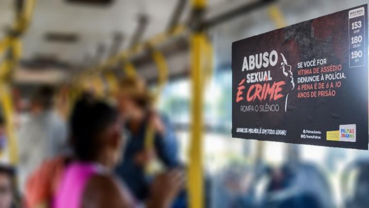 Cartaz no transporte público de Palmas
