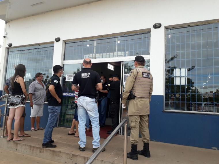 Polícias Civil e Militar e fiscais da Vigilância Sanitária